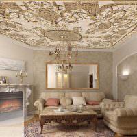 Художественные фрески на потолке жилой комнаты