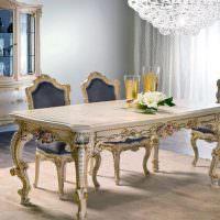 Обеденный стол с фигурными ножками