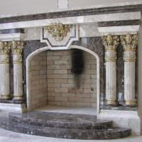 Оформление камина в духе античности