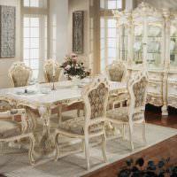Кухонные стулья с резными элементами