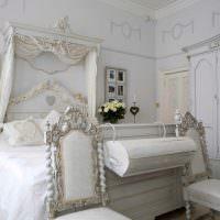 Декорирование стен спальни семейными фотографиями