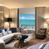 Современная гостиная с видом на море
