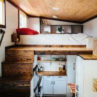 Организация спального места на кухней в дачном доме