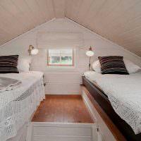 Спальня для двоих в мансарде с низким потолком
