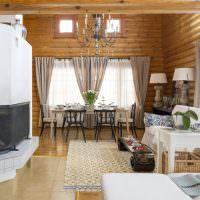 Внутренний интерьер дачного дома с печью-камином