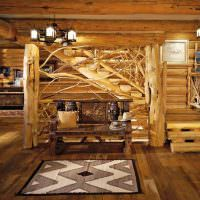 Деревянная лестница из грубо обработанных стволов сосны
