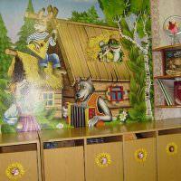 Фотообои в раздевалке детского сада