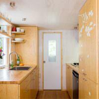 Небольшая кухня с двухрядной планировкой