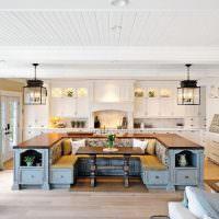Кухонный остров в интерьере частного дома