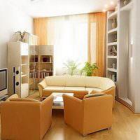 Желтая мебель в маленькой гостиной
