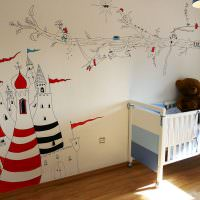 Игрушечный замок на стене детской