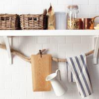 Декоративная полочка для кухонной утвари