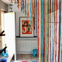 Декорирование дверного проема самодельной шторой