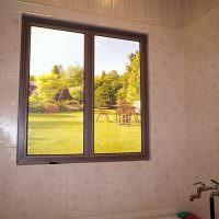 Ванная комната с фальш-окном