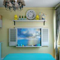Открытая полочка на стене детской комнаты