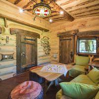 Удобный диван с подушками в комнате отдыха современной бани