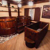 Деревянные бочки с водой в японской сауне