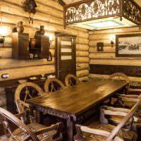 Деревянная мебель с резьбой в предбаннике