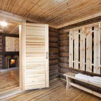 Деревянная вешалка на бревенчатой стене