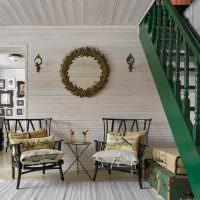 Оформление места для отдыха под лестницей частного дома