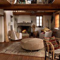 Гостиная сельского дома с камином