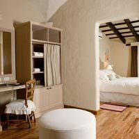 Шкафы с занавесками в спальной комнате
