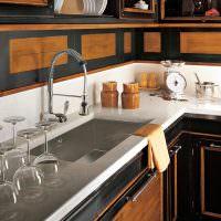 Мраморная столешница с кухонной мойкой
