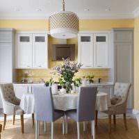 Столовая зона в кухне панельного дома