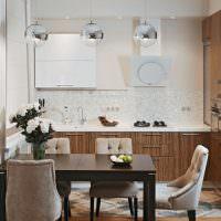 Коричневая мебель в кухне панельного дома