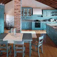 Бирюзовый цвет в дизайне кухни частного дома