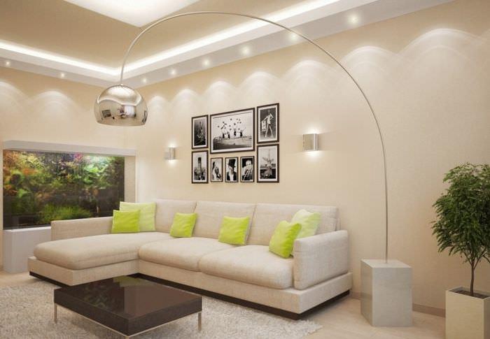 Декорирование черно-белыми фотографиями стены над диваном