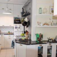 Оформление узкой рабочей зоны кухни-гостиной