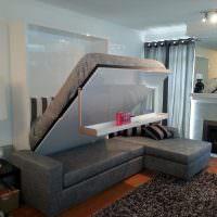 Откидная кровать с подвесным столиком