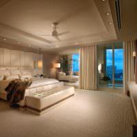 Интерьер спальни в бежевых тонах