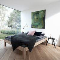 Черное покрывало на современной кровати