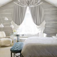 Красивые занавески на окне спальни