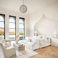 Белая спальня в восточном стиле