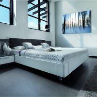 Серый пол в современной спальне