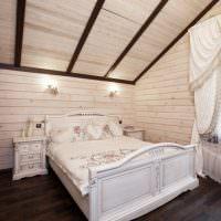 Отделка спальни сосновой вагонкой