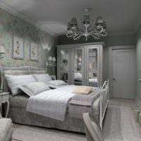 Серый потолок в спальне частного дома