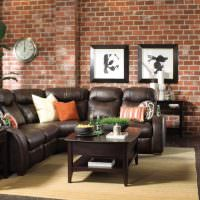 Кожаный диван черного цвета