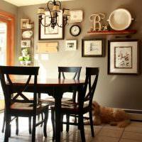 Обеденный стол темно-коричневого цвета