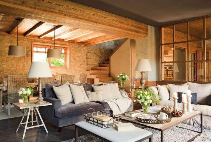 Интерьер небольшой гостиной в частном доме