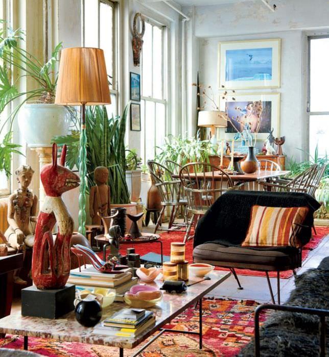 Интерьер гостиной загородного дома в стиле эклектика
