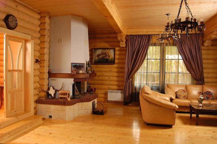 Интерьер гостиной в дачном доме из бревен