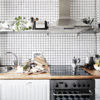Кухонный фартук из мелкого кафеля