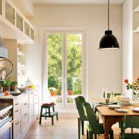 Линейная кухня с обеденным столом