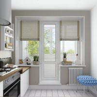 Дизайн кухни с дверью на балкон