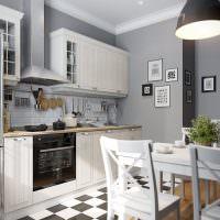 Пол в черно-белую клетку на кухне с серыми стенами