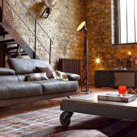 Промышленные светильники в жилой гостиной